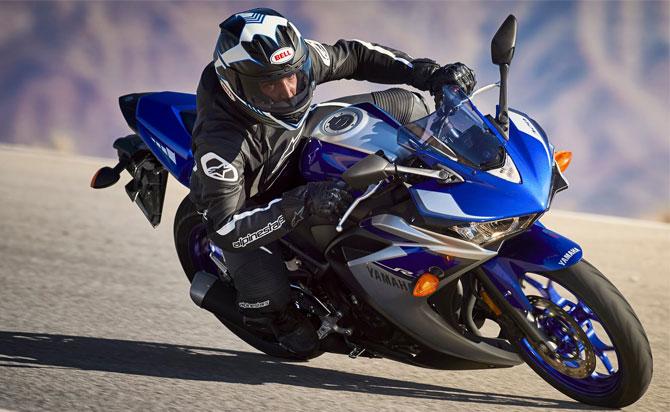 Yamaha R3 na estrada