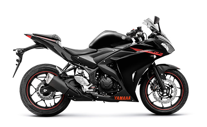 Yamaha R3 preta