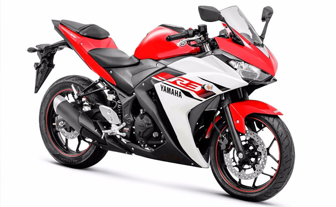 Yamaha R3 vermelha